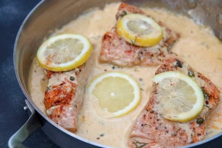 pan seared salmon with lemon slices