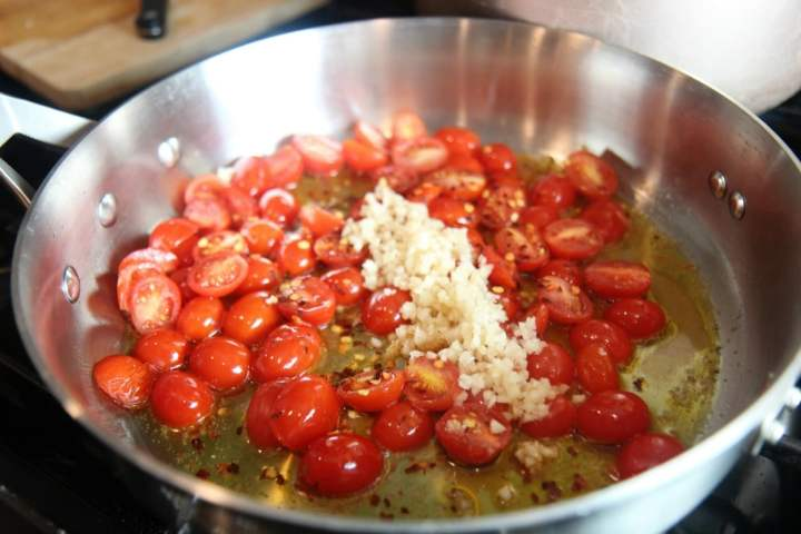 fresh garlic and tomatoes