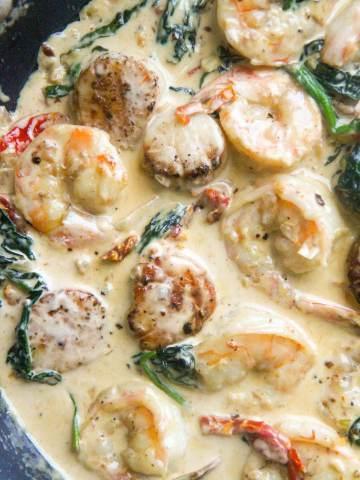 Tuscan shrimp and scallops up close.