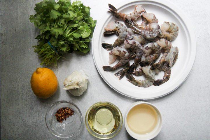 ingredients to make camarones al ajillo.