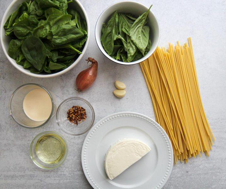 ingredients for tallarines verdes.