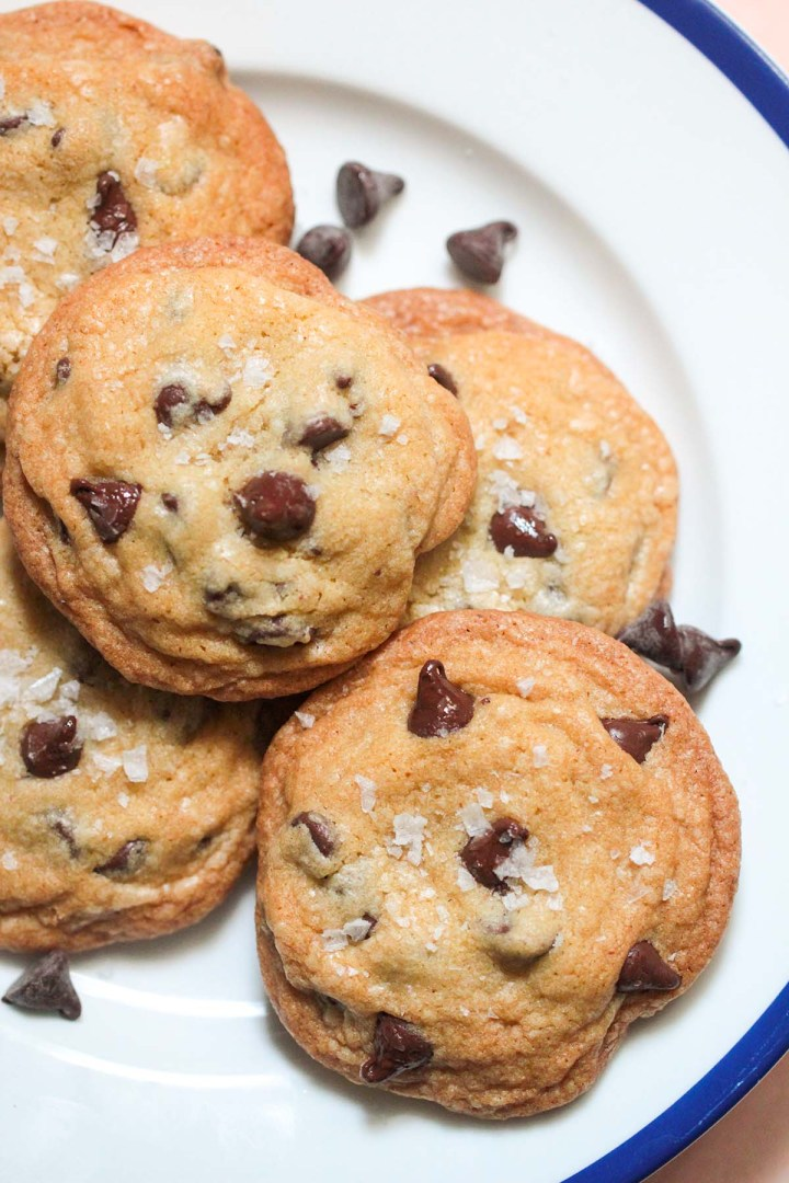 5 brown butter chocolate chip cookies on a plate.