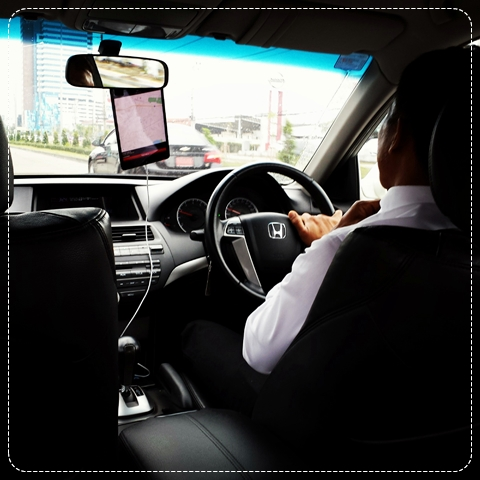 uber-thailand-review-taxi-good-bad-price-driver-ipad-how-to-grab