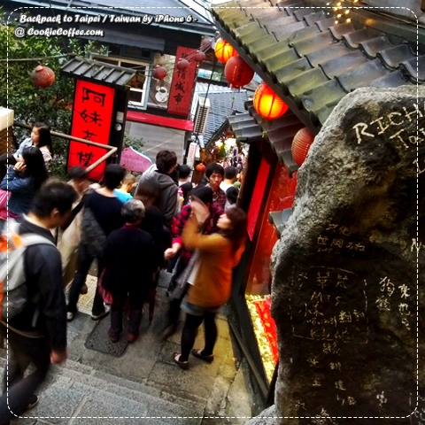 taiwan-taipei-backpack-jiufen-girls-selfie-iphone-6-old-village-chiufen