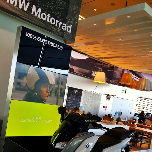bmw-welt-museum-review-munich-germany-electric-car-bigbike-scooter-cafe-maps-driverless