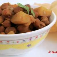 Kala Chana Aloo Sabzi ~ Black Chickpea Potato Gravy!