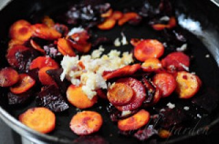carrot beetroot stir fry - carrot beetroot mezhukkupuratti recipe