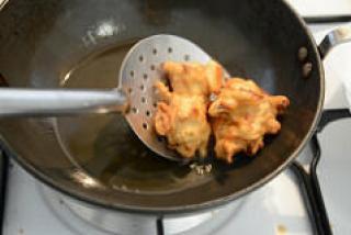 Ulli vada onion vada recipe, Kerala tea time snack-6