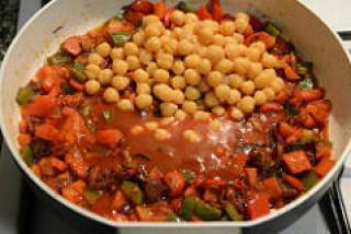 chana capsicum curry recipe-5