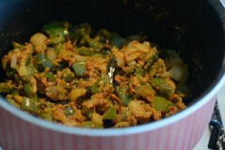 capsicum besan sabji, capsicum zunka recipe-10