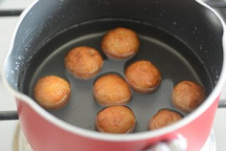 bread gulab jamun recipe, how to make gulab jamun with bread-10
