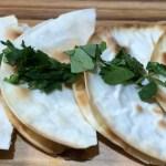 シンプルな餃子の皮レシピ(チーズケサディーヤ)