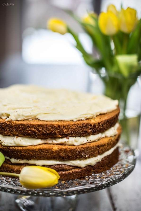 Naked Cake with carrots and vanilla