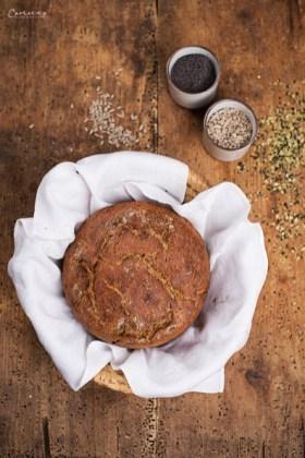 Vollkornbrot im Topf gebacken