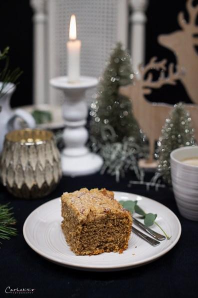 Kaffee Streuselkuchen, aufgedeckter Weihnachtstisch