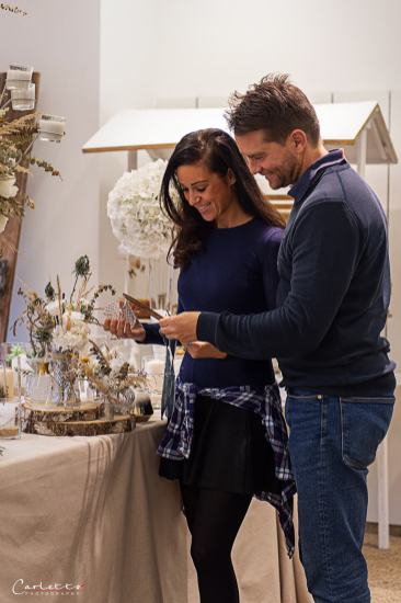 oodbloggerin cooking Catrin und Fotograf Carletto Photography im Interview mit Meisterfloristin Isabella Floristik in ihrem Wedding Schauraum.