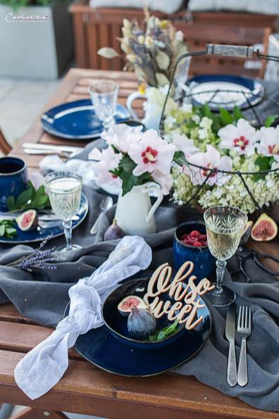 Blaues Geschirr, Blumendekoration