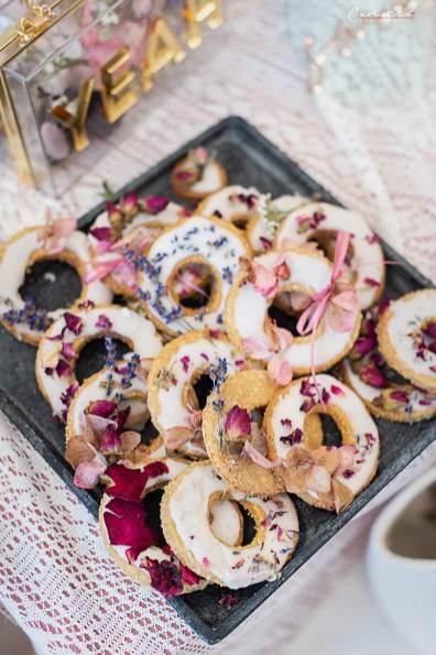 MürbteigkeKokos Kekse mit Trockenblütenkse_Trockenblüten
