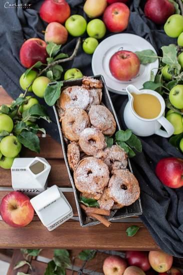 Gebackene Apfelringe mit Mostsauce