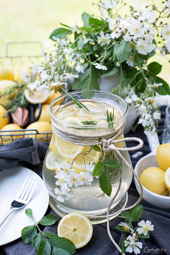 Gartenshooting Zitronen Bowle mit Rosmarin_7899