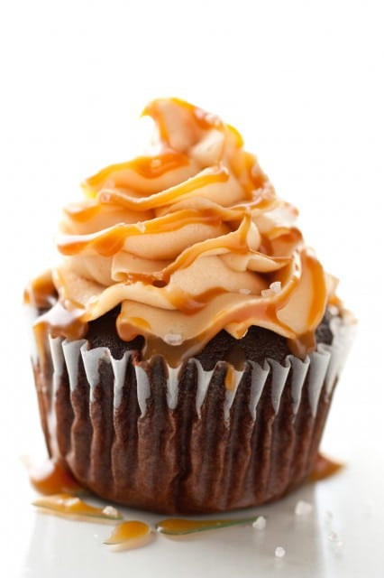 chocolate cupcakes caramel frosting