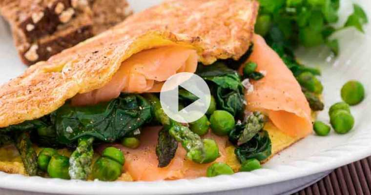 Antiinflammatorisk omelet med laks, asparges og ærter