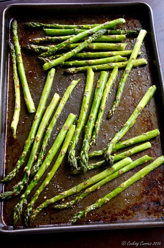 Fried Eggs Over Roasted Asparagus and Green Gaarlic Herb Sauce - A Spring Brunch Recipe - www.cookingcurries.com (4)