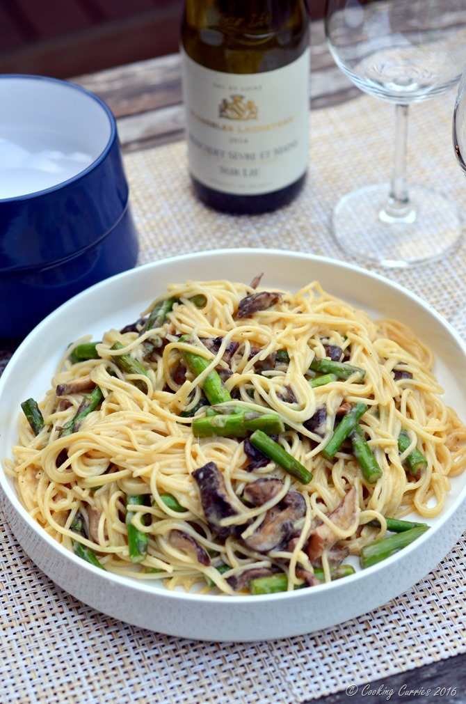 Vegetarian Carbonara with Mushrooms and Asparagus - www.cookingcurries.com (4)