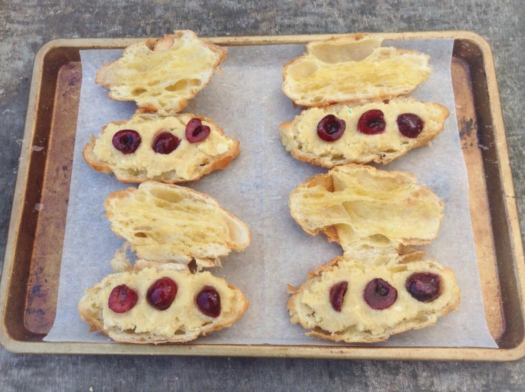 Kersen en amandel croissants
