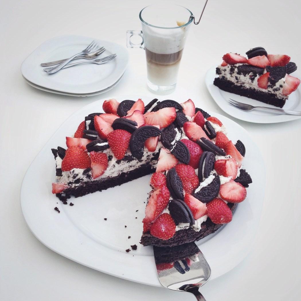 Oreo en aardbeien chocolade taart, by Cookingdom