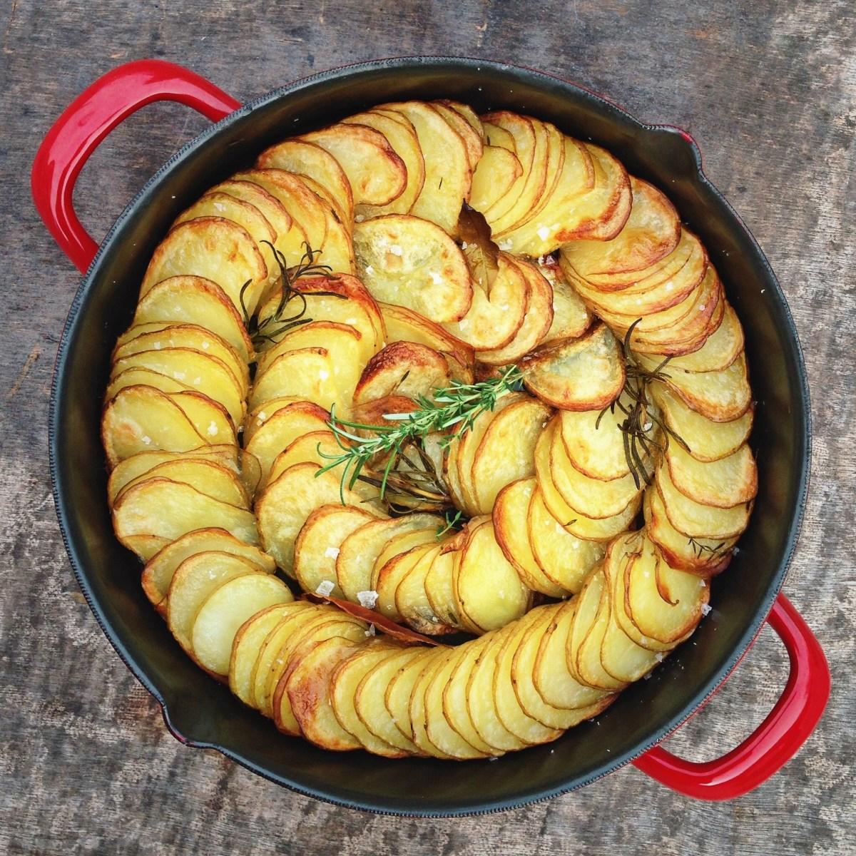 Hasselback aardappel gratin met kruiden
