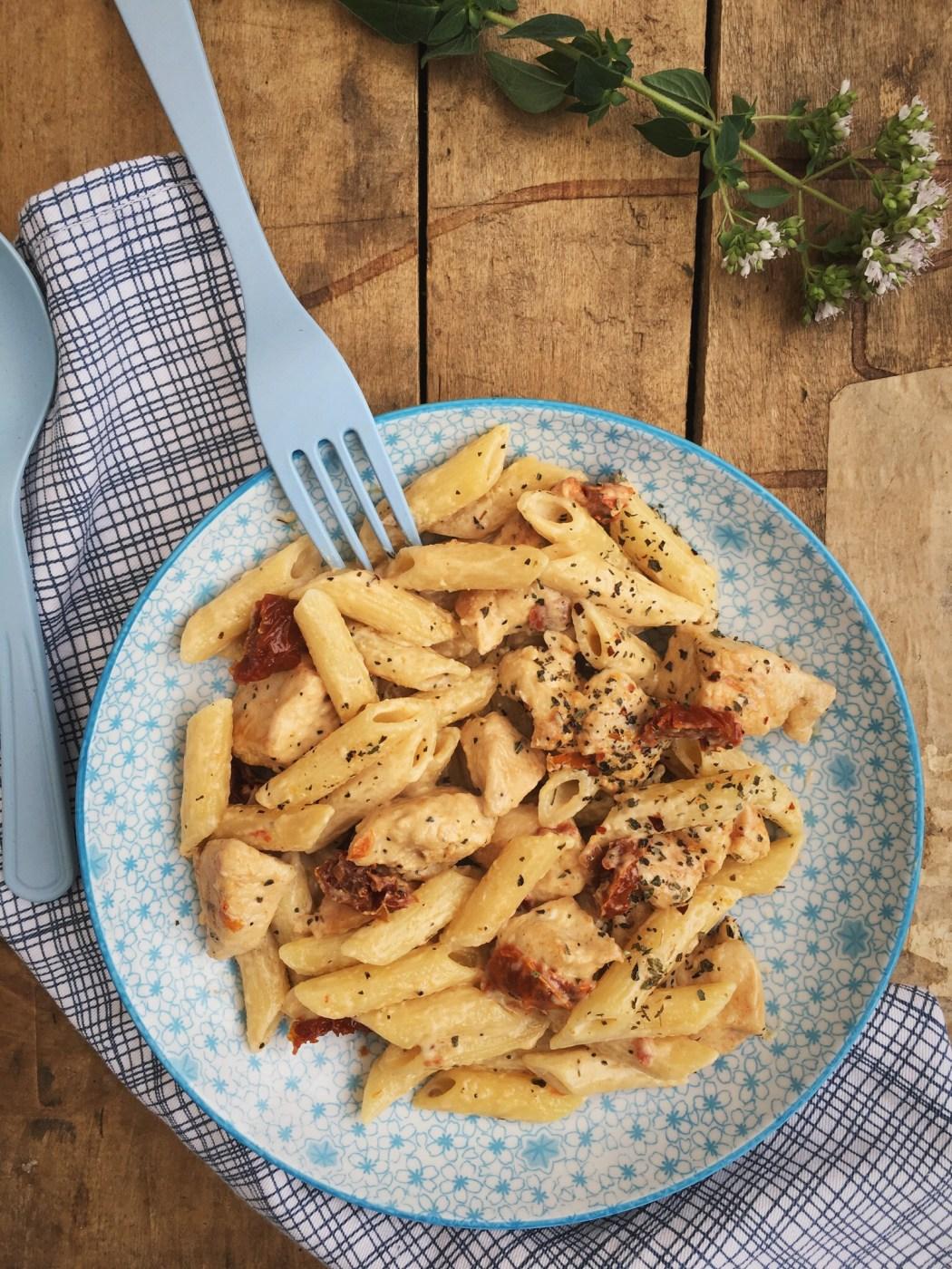 Romige pasta met zongedroogde tomaten