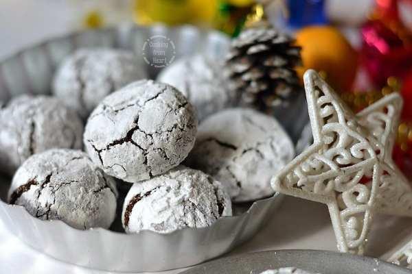 Eggless Chocolate Crinkle Cookies