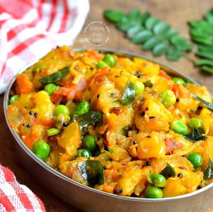 Urulai Kizhangu Kara Kari | Spicy Potato Green Peas Curry