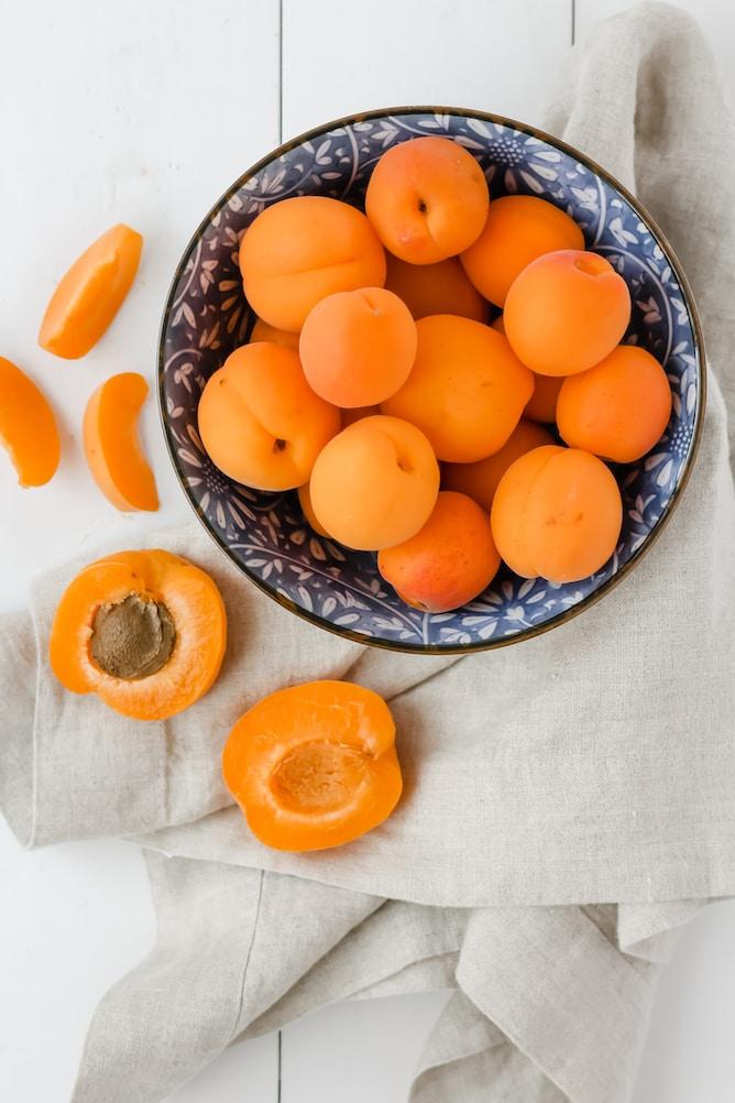 Easy Apricot Jam   cookinginmygenes.com