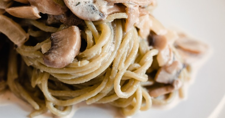 Fettuccine with mushrooms in cream sauce