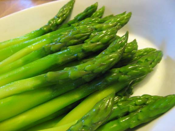 Freshly blanched asparagus
