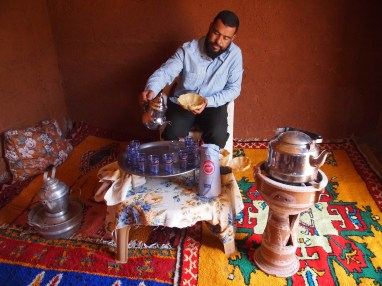 Musstapha pouring the tea in Berber house