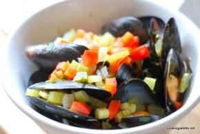 mussles, calimari, shrimp wine sauce  (9)
