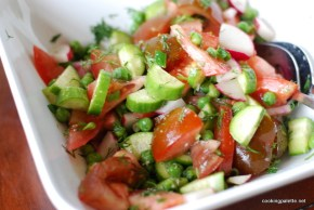 spring summer salad with fresh peas (7)