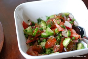 spring summer salad with fresh peas (8)