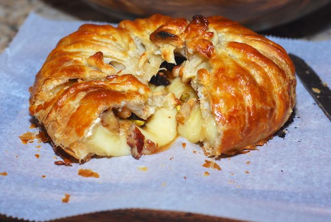 baked brie en croute00019