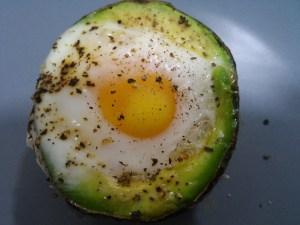 aguacate con huevo