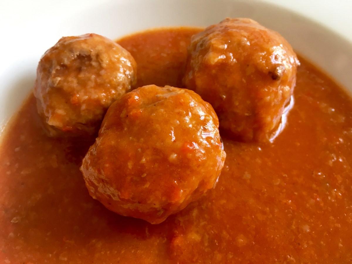 Albóndigas en salsa de tomate y pimiento