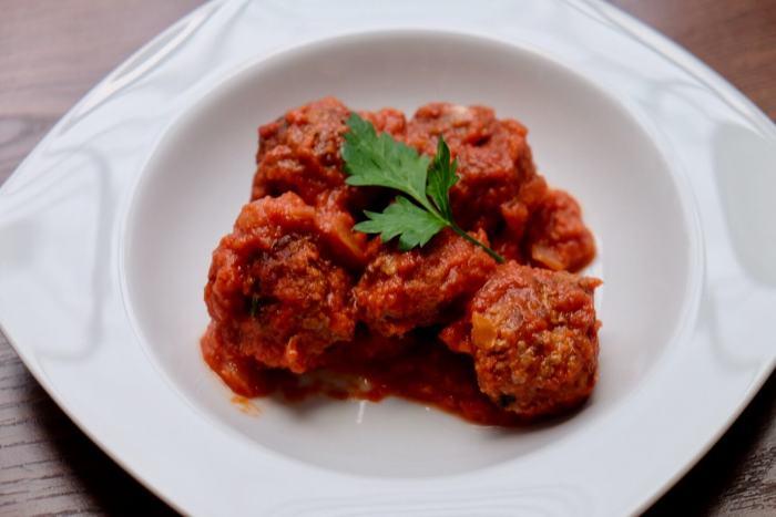 Albóndigas con chorizo en salsa de tomate