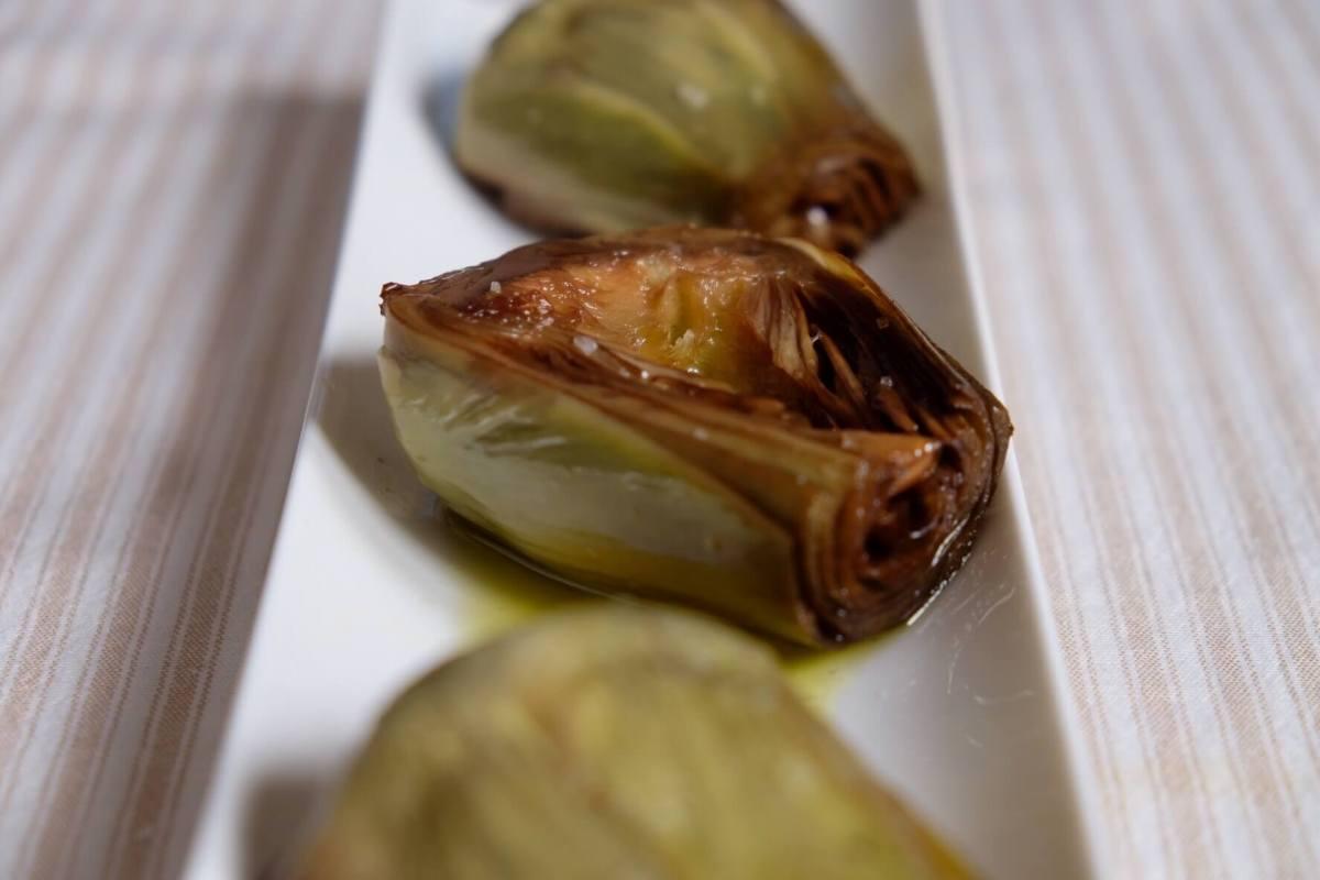 Alcachofas confitadas en olla de cocción lenta