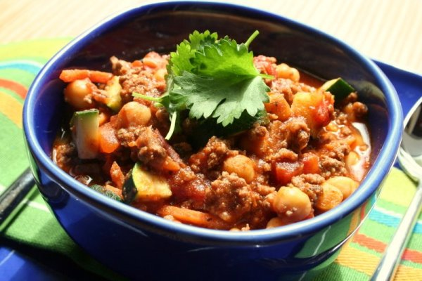 Chilli beef with chickpeas and beans