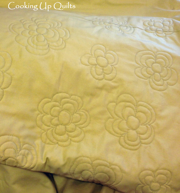 FMQ Loopy Flower Back of Quilt