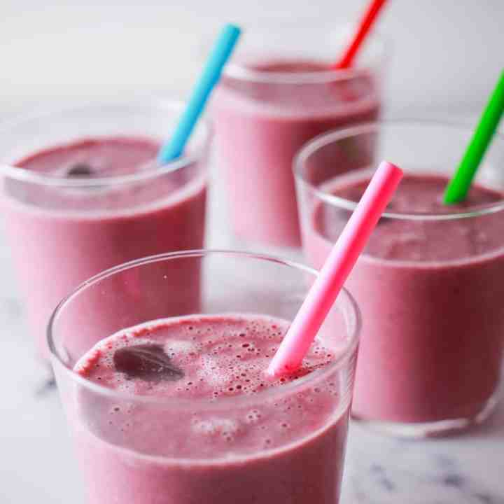 Berry, Banana and Oat Smoothie