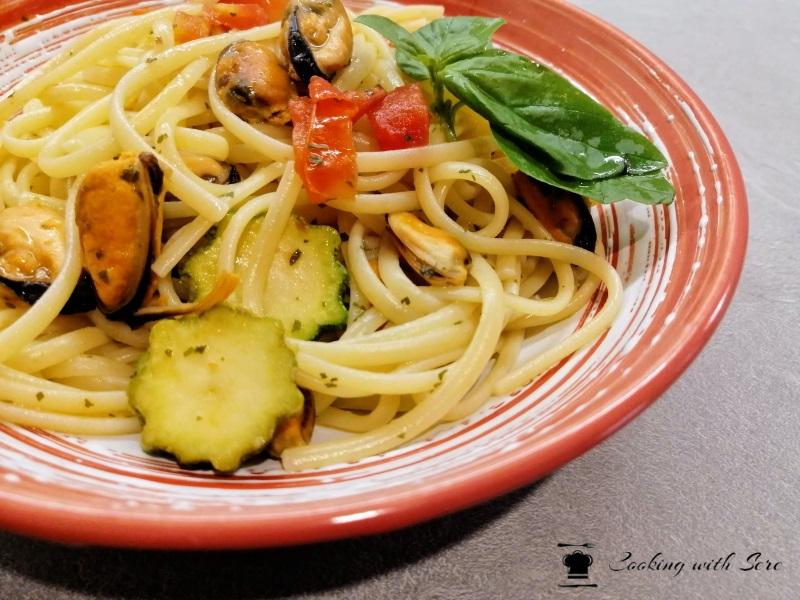 Pasta con zucchine e cozze